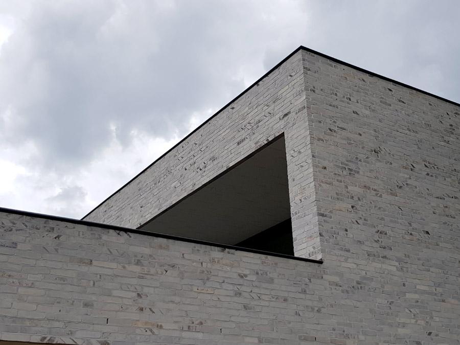 Außenfassade mit Ziegelsteinen