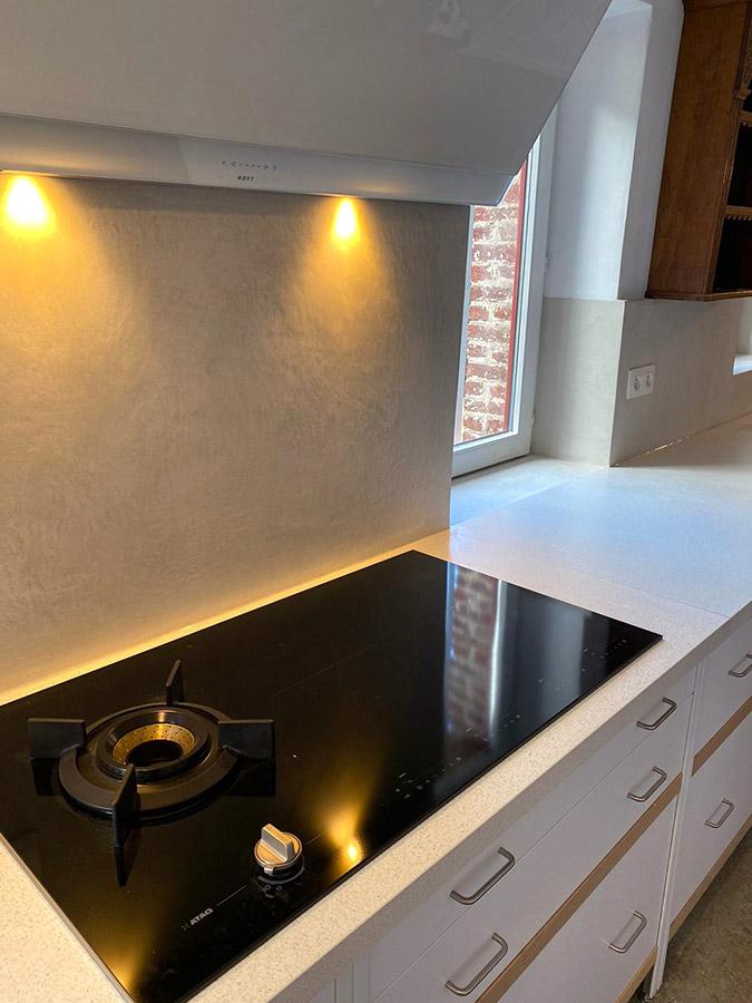Keuken met achterwand van gepolijst beton